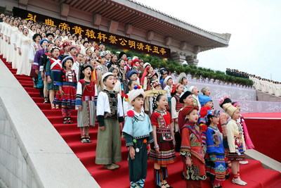 Children and young adults sing at the ceremony paying tribute to Huangdi, the Yellow Emperor, the legendary ancestor of the Chinese nation, on Sunday.