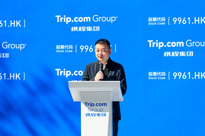 James Liang, chairman of the board of Trip.com Group, delivering a speech at Trip.com Group's Hong Kong Stock Exchange listing ceremony