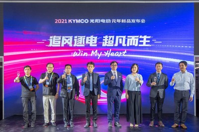 From right: Zhang Jingyi, CEO of FELO Technology, and Sherman Xie, CEO of Super SOCO at the launch ceremony of Ionex EV League at the Beijing International Motorcycle Exhibition 2021 (PRNewsfoto/KYMCO)
