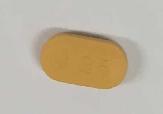 """Riva-Risperidone 0.25 mg tablets (yellowish-orange, oblong-shaped coated tablets, with """"0.25"""" on one side and """"R"""" on the other side) (CNW Group/Health Canada)"""
